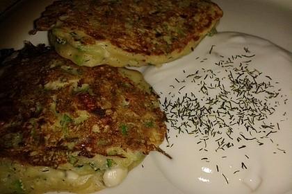 Zucchini - Küchlein mit Joghurtdip 5