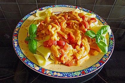 Spiralnudeln mit Paprika - Tomaten - Sauce