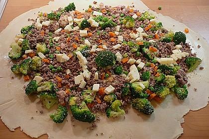 Gemüsestrudel mit Kräutersauce 1
