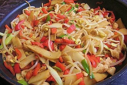 Gebratene Nudeln mit Huhn und Gemüse 1