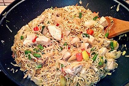 Gebratene Nudeln mit Huhn und Gemüse 6