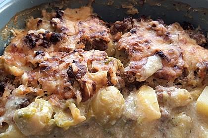Rosenkohlauflauf mit Hackfleisch und Kartoffeln 9