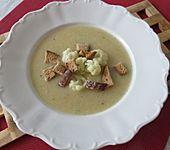 Blumenkohlsuppe mit Croutons (Bild)