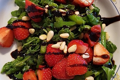 Spargel-Erdbeersalat 37