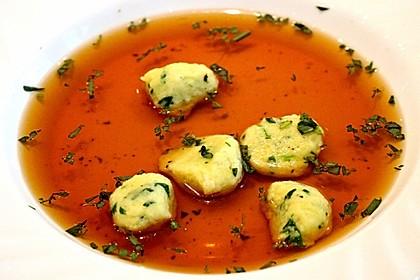 Klare Tomatensuppe mit Petersilienklößchen 1