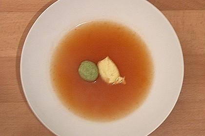 Klare Tomatensuppe mit Petersilienklößchen 16