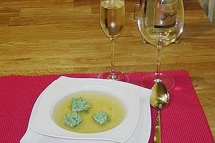 Klare Tomatensuppe mit Petersilienklößchen 12