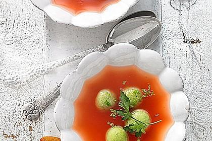 Klare Tomatensuppe mit Petersilienklößchen 2