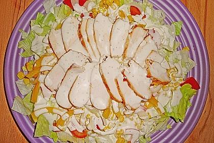 Großer Salatteller mit Hähnchenbrustfilet