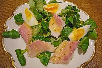Feldsalat mit Ei und Forellenfilet 1