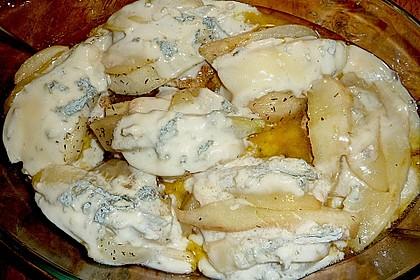 Schweinerückensteaks mit karamellisierter Birne und geschmolzenem Gorgonzola