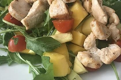 Mango-Avocado-Salat mit Hühnerstreifen, Rucola und Tomaten 46