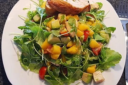 Mango-Avocado-Salat mit Hühnerstreifen, Rucola und Tomaten 30