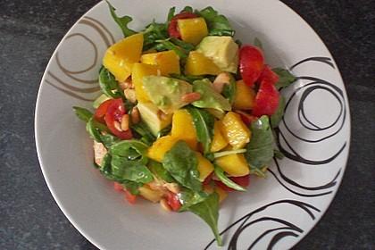 Mango-Avocado-Salat mit Hühnerstreifen, Rucola und Tomaten 63