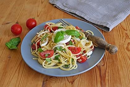 Spaghetti mit Ziegenkäse und Kirschtomaten