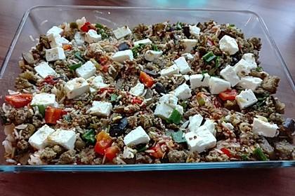 Mediterraner Auflauf mit Hackfleisch, Reis und Schafskäse (Bild)