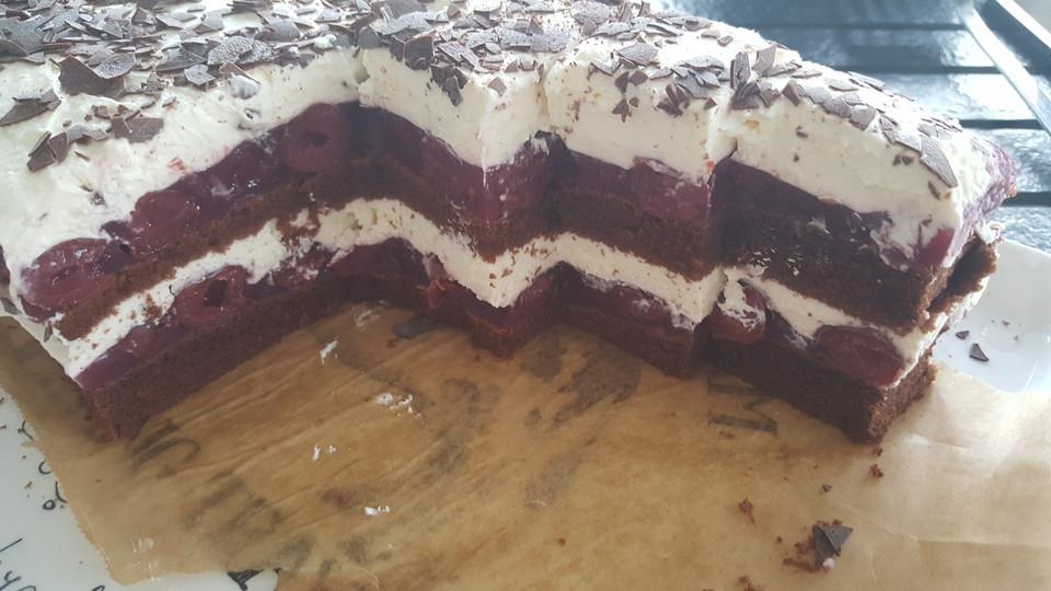 Schneller Schwarzwalder Kuchen Vom Blech Von Themelli1380 Chefkoch De