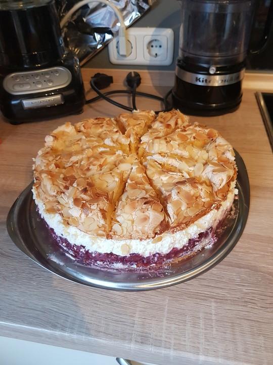 Einfache Himmelstorte Mit Sauerkirschen Von Lava Cake Chefkoch De