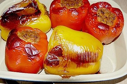 Gefüllte Paprika mit Reis und Hühnchen