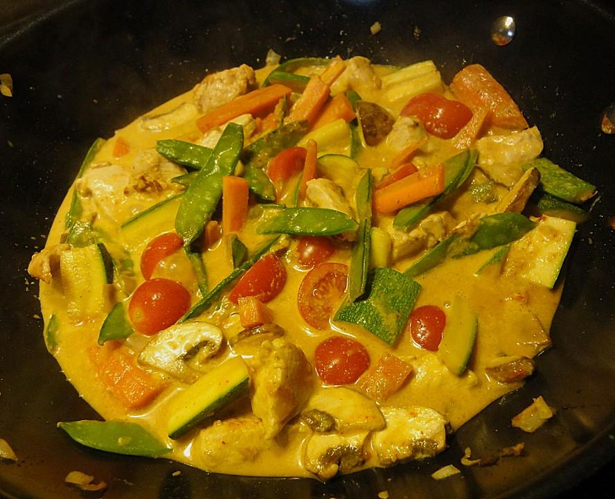 Grünes Thaicurry Mit Reisnudeln Und Gemüse Von Sphericgalatea