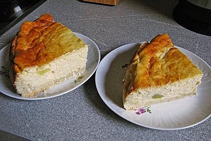 Quarkkuchen mit Obst (z.B. Kirschen und Pfirsiche) vom Blech