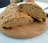 Brot mit Oliven und getrockneten Tomaten (Bild)