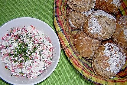 Dinkel-Nuss Brötchen mit buntem Hüttenkäse 2