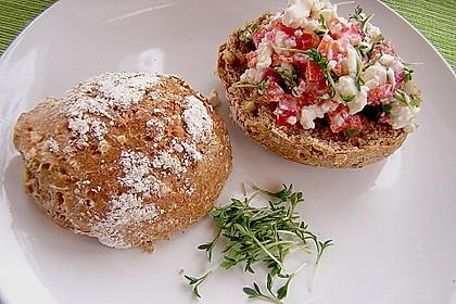 Dinkel-Nuss Brötchen mit buntem Hüttenkäse 1