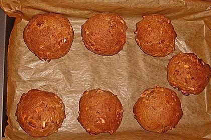 Dinkel-Nuss Brötchen mit buntem Hüttenkäse