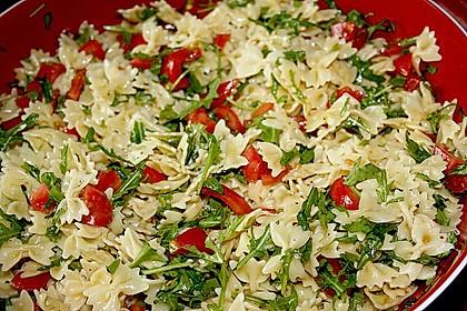 Nudelsalat mit Rucola und Tomaten (Bild)
