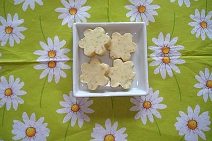 Süße Kräuterbutter mit Holunderblüten