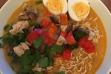 Pikante Thai Suppe mit Kokos und Hühnchen 18