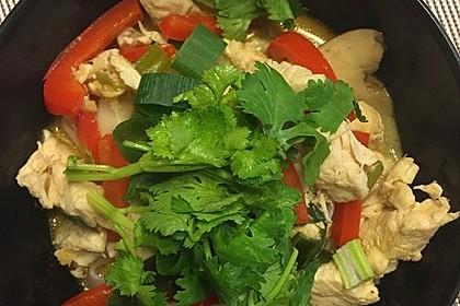 Pikante Thai Suppe mit Kokos und Hühnchen 82