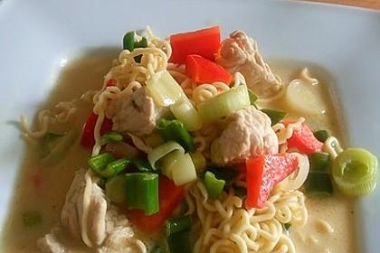Pikante Thai Suppe mit Kokos und Hühnchen 11