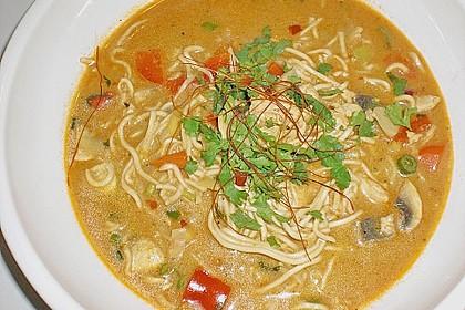 Pikante Thai Suppe mit Kokos und Hühnchen 25