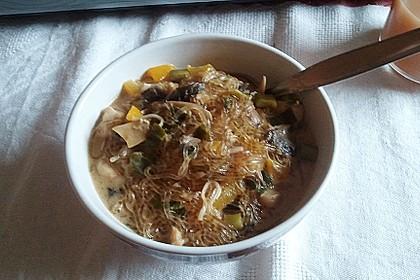 Pikante Thai Suppe mit Kokos und Hühnchen 98