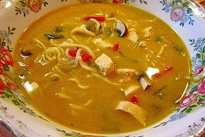 Pikante Thai Suppe mit Kokos und Hühnchen 37
