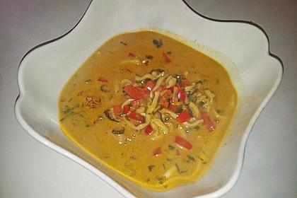 Pikante Thai Suppe mit Kokos und Hühnchen 85