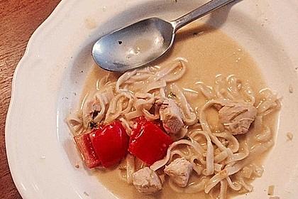 Pikante Thai Suppe mit Kokos und Hühnchen 95