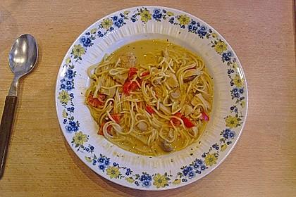 Pikante Thai Suppe mit Kokos und Hühnchen 65
