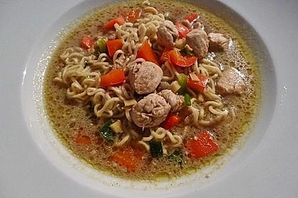 Pikante Thai Suppe mit Kokos und Hühnchen 44