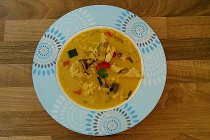 Pikante Thai Suppe mit Kokos und Hühnchen 52