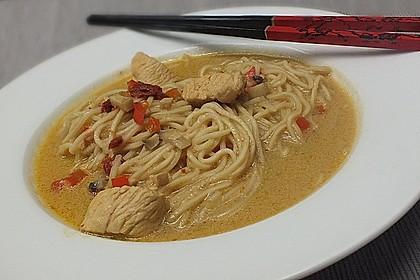 Pikante Thai Suppe mit Kokos und Hühnchen 51