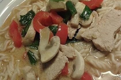Pikante Thai Suppe mit Kokos und Hühnchen 81