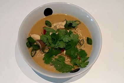 Pikante Thai Suppe mit Kokos und Hühnchen 47