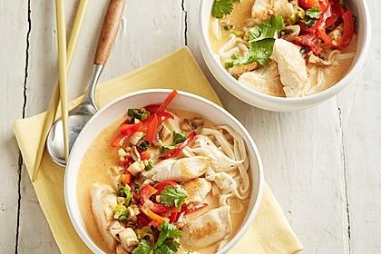 Pikante Thai Suppe mit Kokos und Hühnchen 1