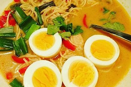 Pikante Thai Suppe mit Kokos und Hühnchen 16