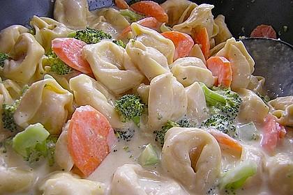Tortelloni in Käsesahnesoße 12