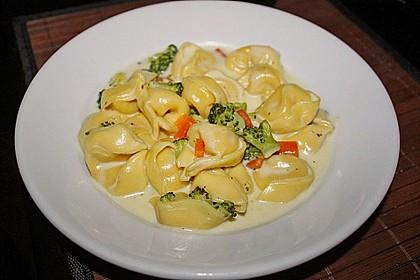 Tortelloni in Käsesahnesoße 4