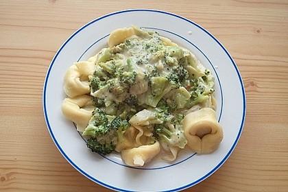 Tortelloni in Käsesahnesoße 49